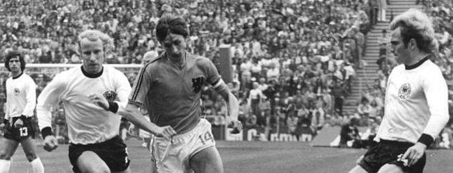 Johan Cruijff Tijdens De WK-finale Nederland - West-Duitsland In 1974. Bundesarchiv Bild 183-N0716-0314, Fußball-WM, BRD - Niederlande 2-1